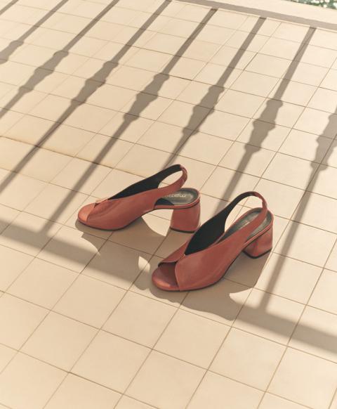 7 cm heel open toe sandal, burnt colour
